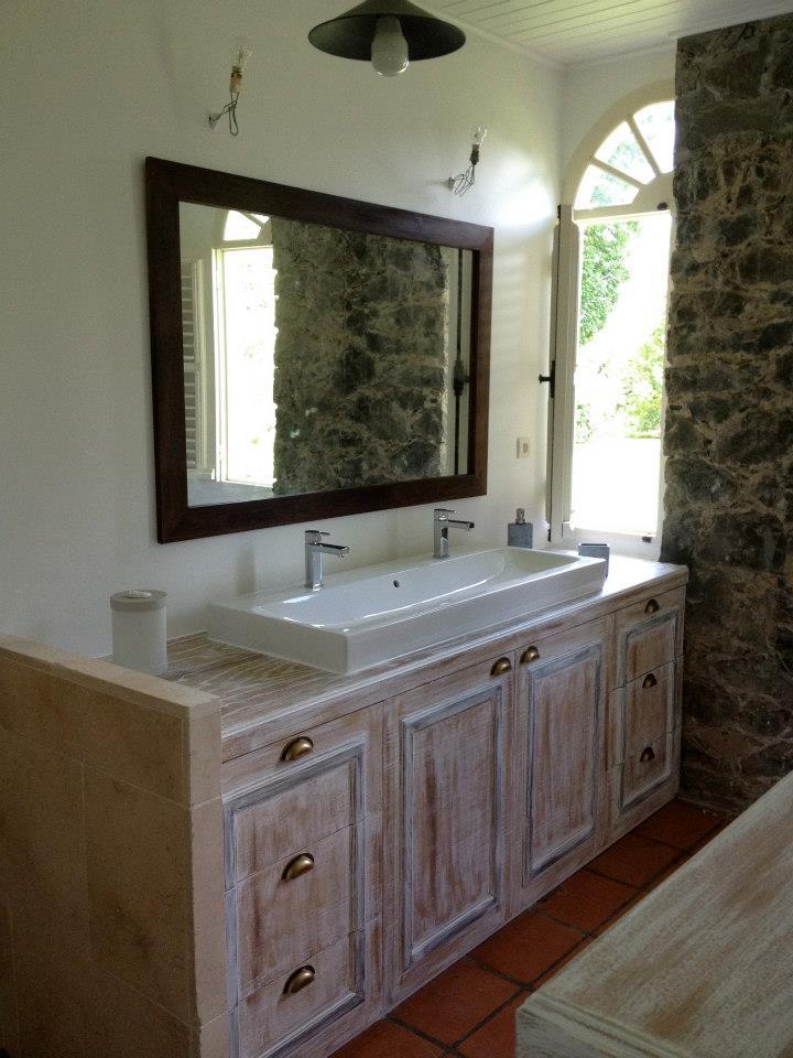 Salle de bain en pin massif charpente marine for Pose miroir salle de bain